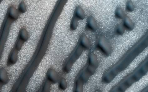 NASA-Captures-Image-of-Sand-Dunes-on-Mars-That-Look-Like-Morse-Code